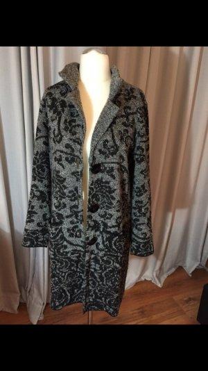 Leichter Mantel von faber . Passend zu Jahreszeit
