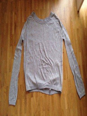 Leichter Pulli mit transparentem Rücken von Amisu