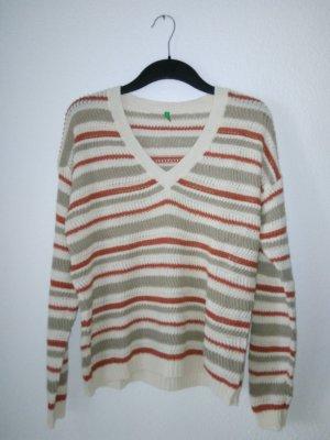 Leichter Pullover in Häkeloptik