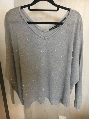 Leichter Pullover mit Perlen