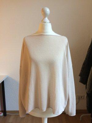 Leichter Pullover mit Ubootausschnitt