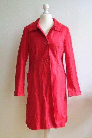 Leichter roter Mantel für den Sommer