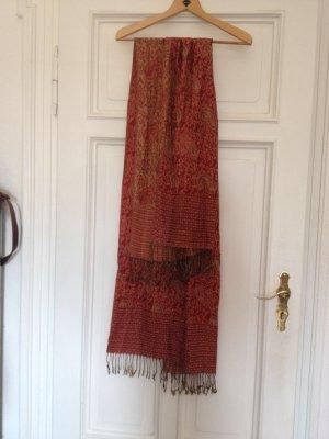 leichter Schal mit aufwendigem Muster