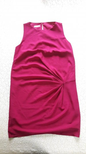 Leichtes, elegantes Kleid in Beere
