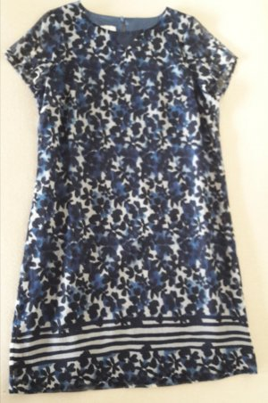 Leichtes, fließendes, kurzärmliges Kleid in Blau