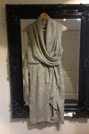 Leichtes, graues Sommerkleid in Wickeloptik