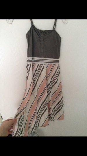 Leichtes Kleid aus Baumwolle mit verstellbaren Trägern