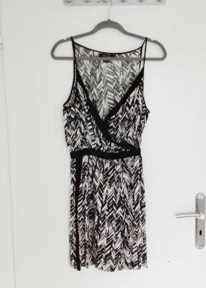 Leichtes Kleid in Wickeloptik mit Zebramuster und Taschen 40 Amisu
