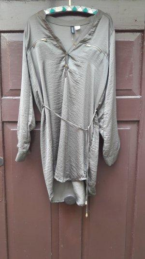 leichtes Kleid mit Gürtel