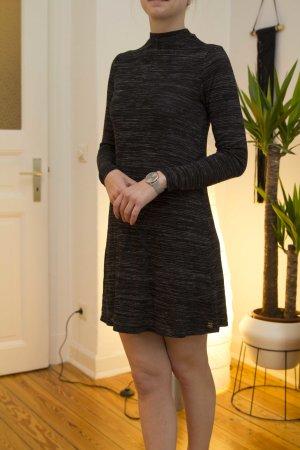 leichtes Kleid mit Kragen