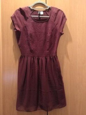 Leichtes Kleid mit Muster