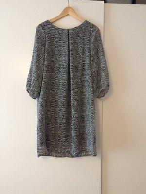 Leichtes Kleid mit schwarz weißem Muster