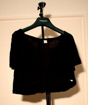 leichtes kurzes Shirt mit Knöpfen am Rücken