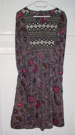 Leichtes, schön gearbeitetes Kleid