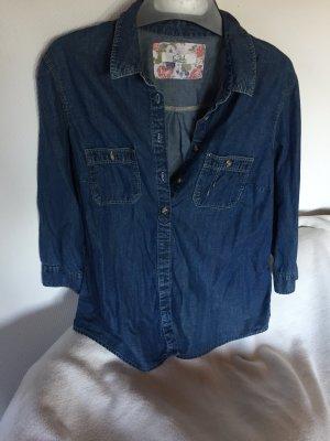 Leichtes schönes Jeans Hemd