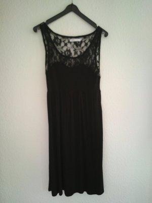 leichtes schwarzes Kleid mit Spitzendetails