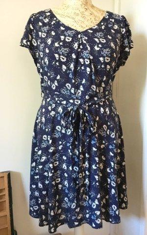 Leichtes Sommer-Kleid mit schönem Blumenmuster, Webstoff aus Viskose