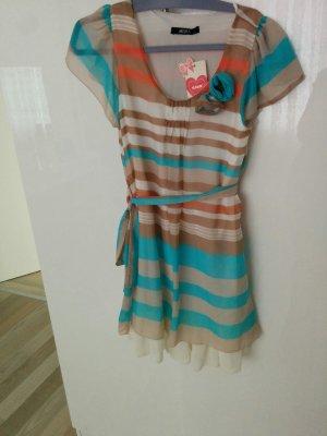 leichtes Sommerkleid in Pastellfarben