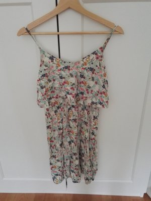 Leichtes Sommerkleid mit Blümchen