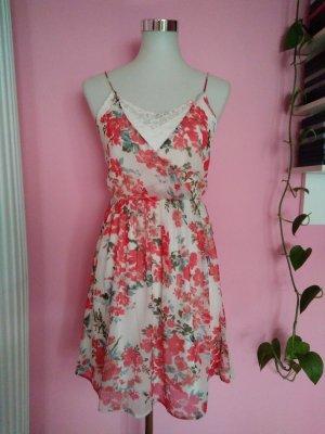 Leichtes Sommerkleid mit Blumen (K1)
