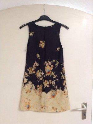 Leichtes Sommerkleid mit Blumenmuster
