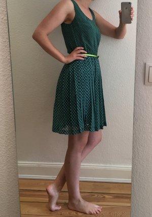 Leichtes Sommerkleid mit Faltenrock