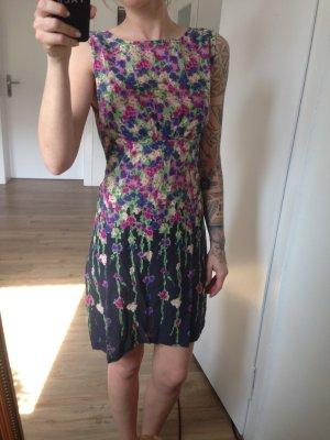 Leichtes Sommerkleid mit floralem Print