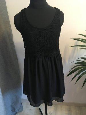 leichtes Sommerkleid mit Häkeltop