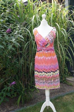 leichtes Sommerkleid mit schönem Ausschnitt