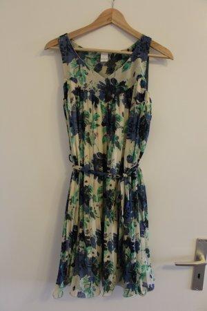 Leichtes Sommerkleid von Vila mit schönem Blumenprint