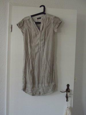 Leichtes T-Shirt Kleid mit Verzierungen