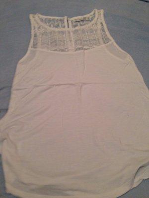 Leichtes weißes Bershka Shirt mit Spitzenbesatz