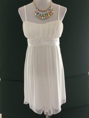 Leichtes weißes Sommerkleid