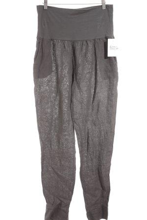 Pantalón de lino gris look casual