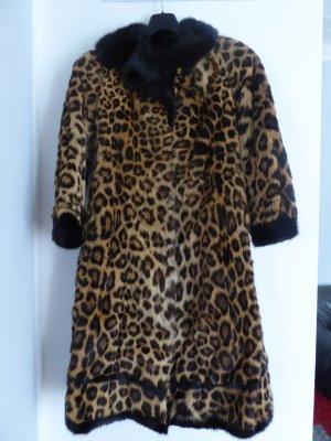 Leopard-Pelzmantel mit Hut