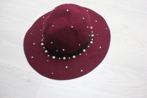 Hat white-bordeaux