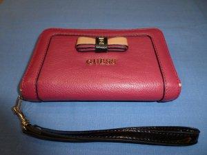 Letzte Reduzierung! Guess Geldbörse/ Minitasche, in pink, in gutem Zustand