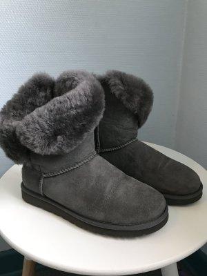 UGG Botas de nieve gris-gris oscuro Cuero