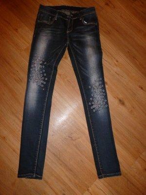 Letzte Reduzierung: Skinny Jeans mit Blumenapplikationen, für Gr. 36/38 - neu