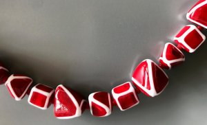 Collier Necklace raspberry-red-white glas