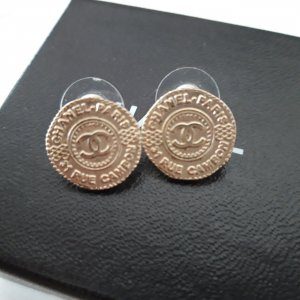 Chanel Zarcillo color oro