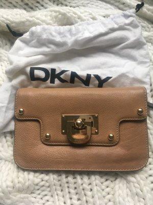* letzter Preis* DKNY Clutch aus Leder