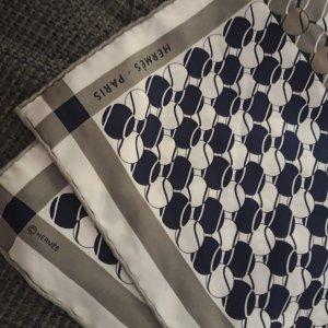 Hermès Foulard en soie gris-bleu foncé