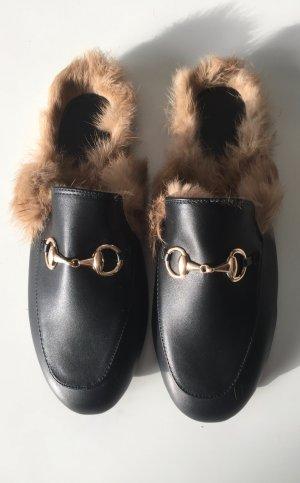 LETZTER PREIS!!  Neu mit Etikett: Mules Lederpantolette mit Fell in schwarz
