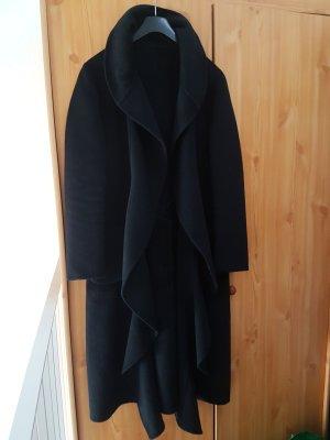 letzter Preis # wunderbar weicher, flauschiger & edler Mantel mit Volants in schwarz # Grösse D 40/D 42 von ESCADA