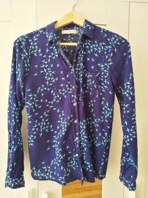 Leuchtend blaue Bluse