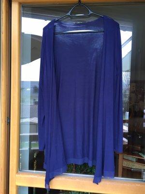 leuchtend blaue Jacke