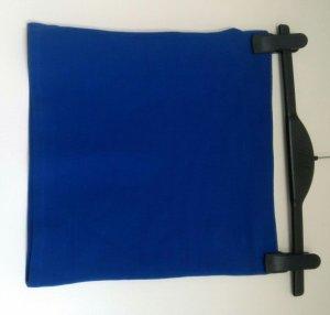 leuchtend blauer Stretchminirock von Zara