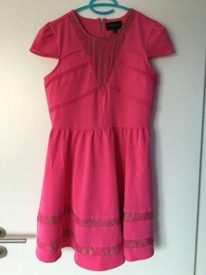 Leuchtend pinkes Kleid von Romeo + Juliet Couture