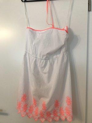 Leuchtendes Sommerkleid